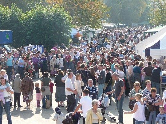 Apple Day Crowds_2.jpg